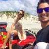Isis Valverde curte férias com namorado no Ceará