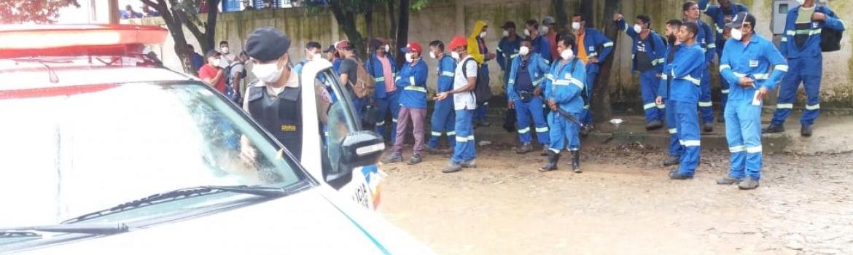 Trabalhadores da SAE Towers fazem manifestação por dispensa do trabalho devido ao coronavírus