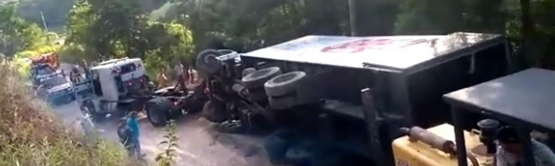 Homem de 43 anos é retirado com vida de ferragens após acidente, mas morre de parada cardíaca